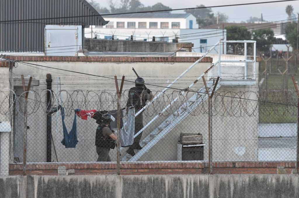 Los investigadores tratan de determinar si Montenegro fue asesinado por otro recluso o por un uniformado. Crédito: Archivo El Litoral