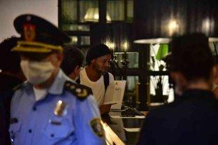 Ronaldinho cumple el arresto domiciliario en un hotel de Asunción