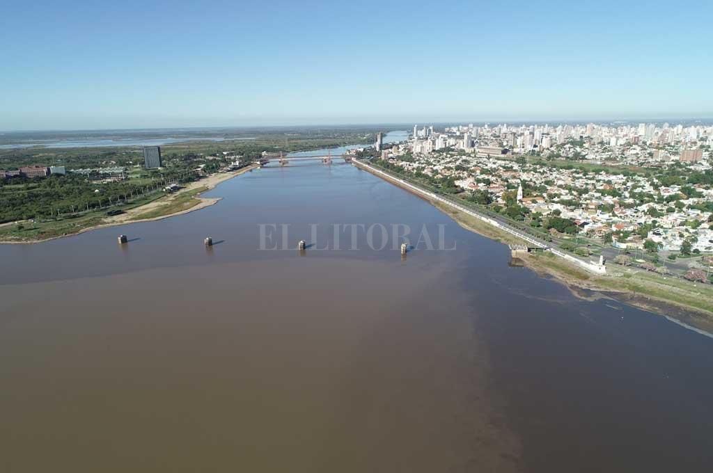 Desde el drone de El Litoral se puede apreciar la magnitud de la bajante y cómo impacta en la Laguna Setúbal Crédito: Fernando Nicola (Drone)