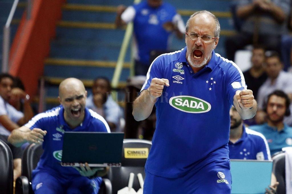 Con pasión. Así vive el vóleibol Marcelo Méndez, el DT de la Selección Argentina.   Crédito: Somos Voley