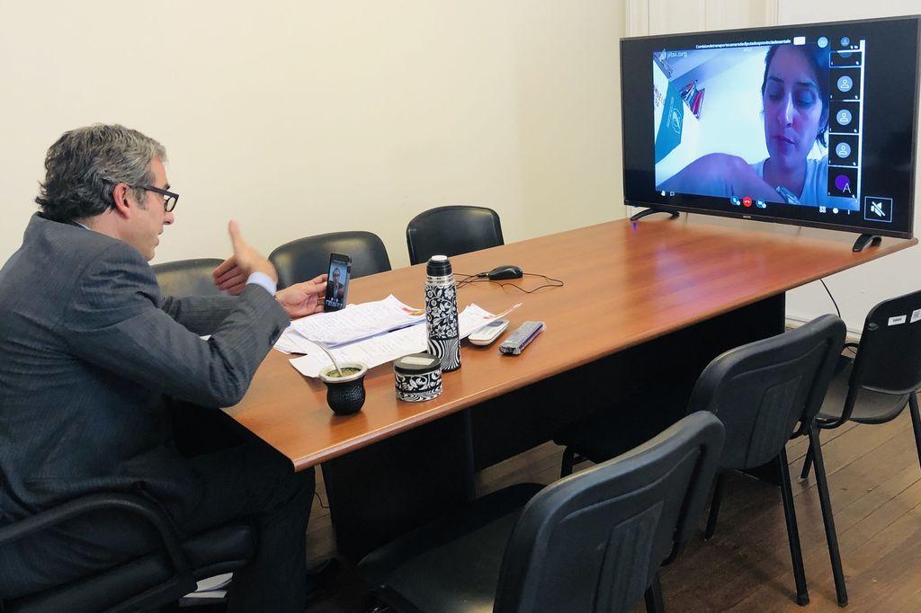 Oscar Martínez, desde su vivienda, participó de la reunión de Transporte donde se empezó a discutir el boleto educativo gratuito. Crédito: Prensa Martínez