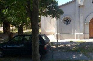 """Un sacerdote prestaba """"servicios espirituales"""" a una mujer y fueron detenidos por violar la cuarentena"""
