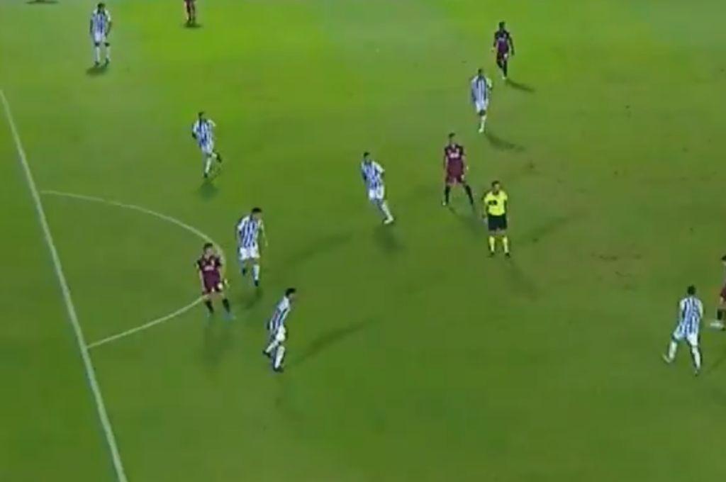 Un gol de Borré a Atlético Tucumán anulada por fuera de juego que generó controversia.   Crédito: Gentileza