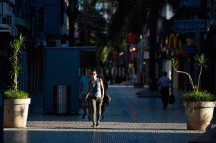 """""""El impuesto a la riqueza es una locura"""" - Peatonal vacía y comercios paralizados en Santa Fe. -"""