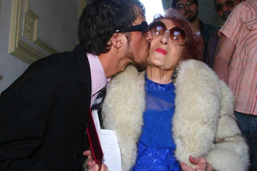 Reinaldo Wabeke se casó en 2007 cuando tenía 24 años con Adelfa Volpes, de 84; enviudó pocos días después y heredó sus bienes Crédito: Archivo El Litoral