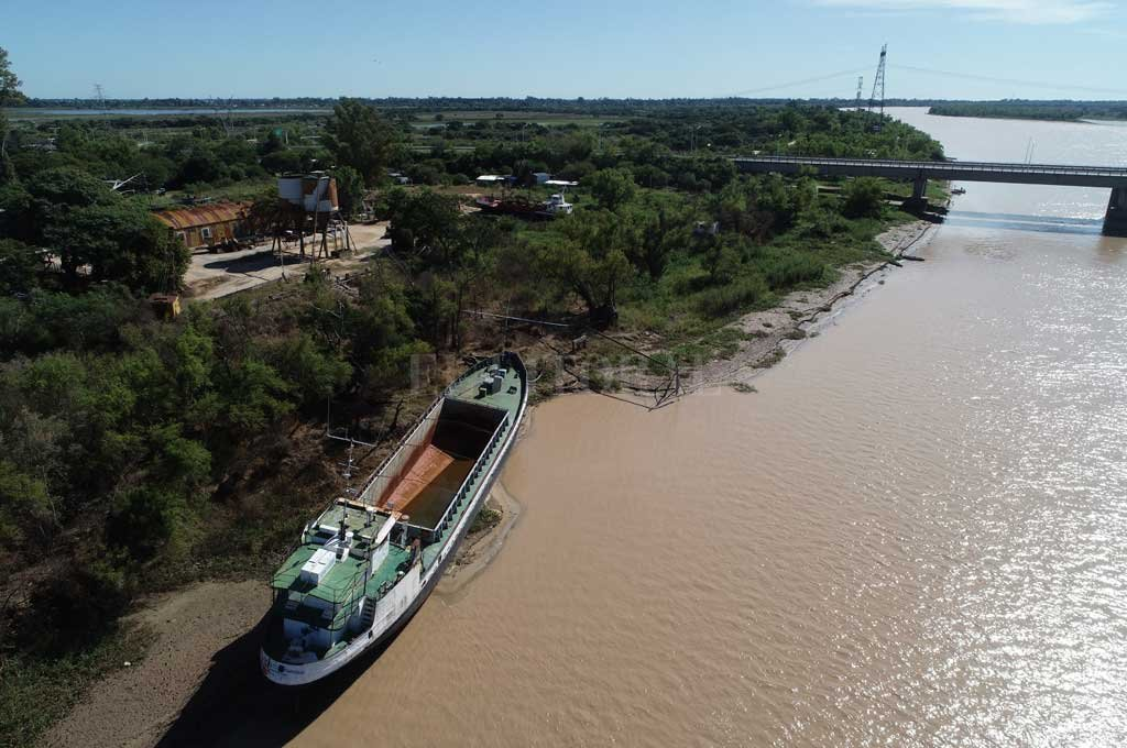 El drone de El Litoral captó imágenes del río Colastiné este martes por  la mañana Crédito: Fernando Nicola (Drone)