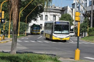 Quienes trabajen en casas particulares y como cuidadores de personas podrán utilizar el transporte público -  -