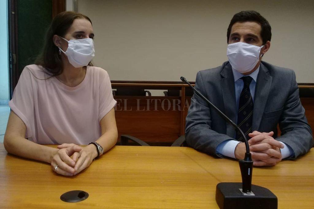 Los fiscales del caso, Gonzalo Iglesias y Cristina Ferraro, cumplieron con los protocolos dispuestos por razones sanitarias frente a la pandemia por coronavirus. Crédito: El Litoral