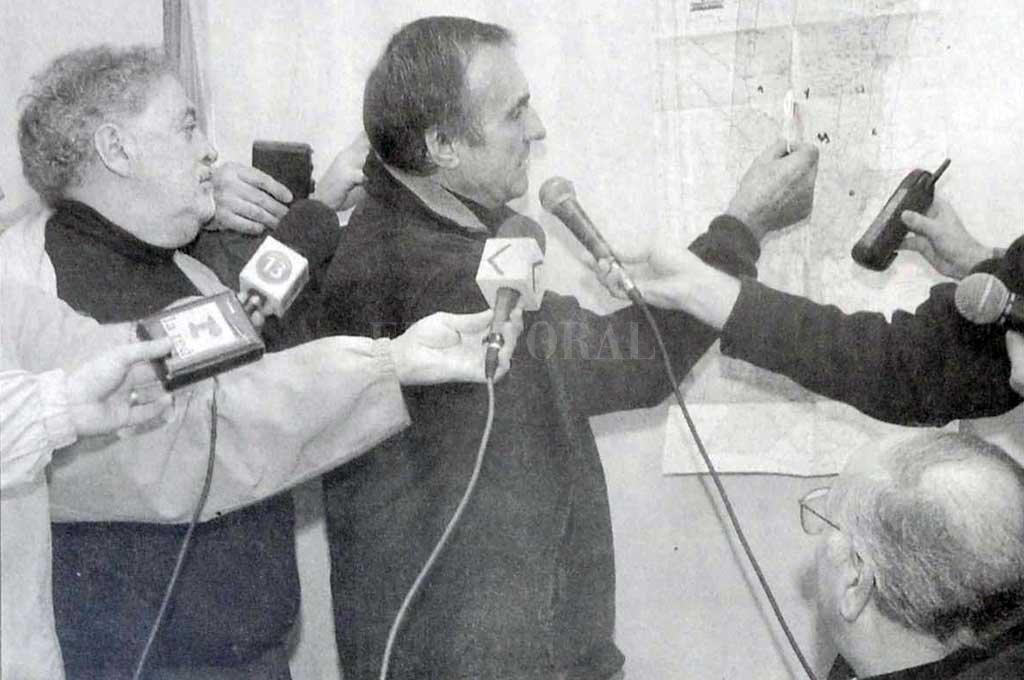 El gobernador Reutemann ante la prensa.  La foto es del 30 de abril de 2003 Crédito: Archivo El Litoral / Eduardo Salva