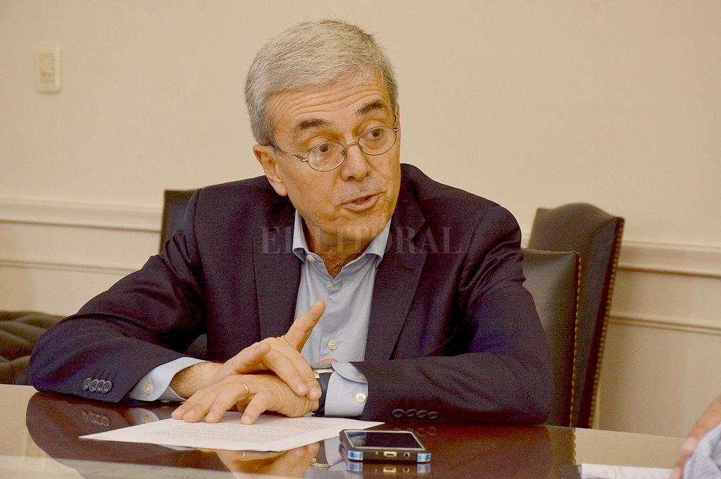 Walter Agosto y un decreto que apunta a empezar a solucionar los reclamos de contratistas y proveedores. Crédito: Guillermo Di Salvatore