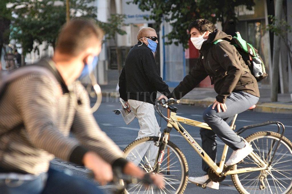 """El texto sancionado insiste en """"priorizar la circulación peatonal y ciclista, respetando las medidas de distanciamiento"""". Crédito: Pablo Aguirre"""