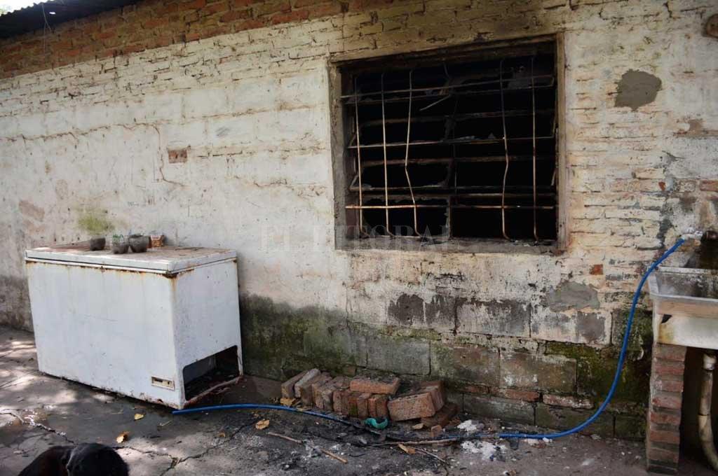 El fuego se concentró en un dormitorio de la vivienda donde destruyó todo el mobiliario, ropa de cama y prendas de vestir Crédito: Flavio Raina