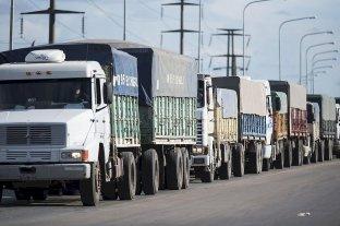 Paritarias: Camioneros cerró un incremento salarial de 30% más un bono
