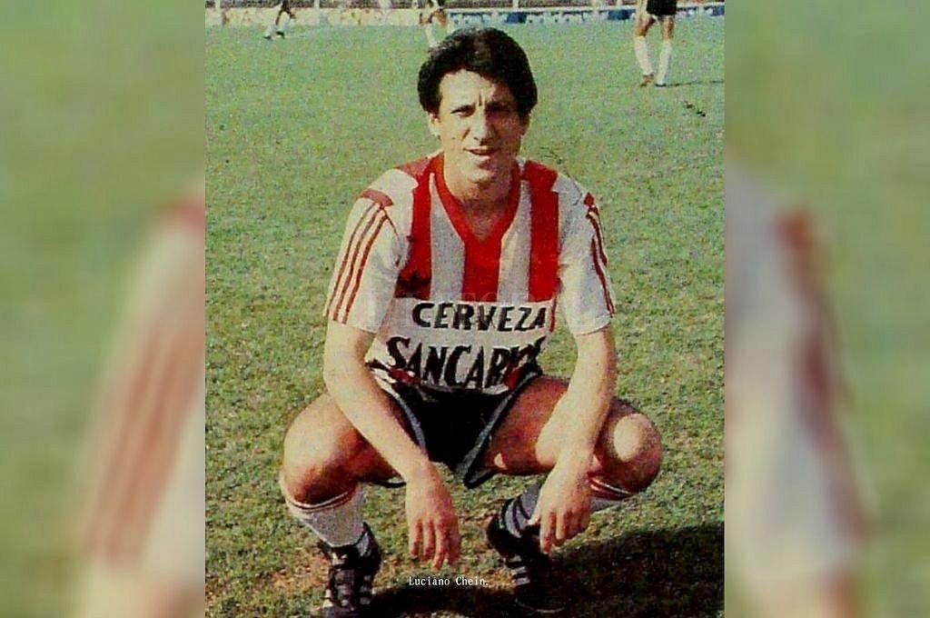 """""""Condorito"""" Ramos con la rojiblanca de Unión. Llegó a Santa Fe en la parte final de su carrera pero convirtió una buena cantidad de goles. Crédito: Archivo El Litoral"""