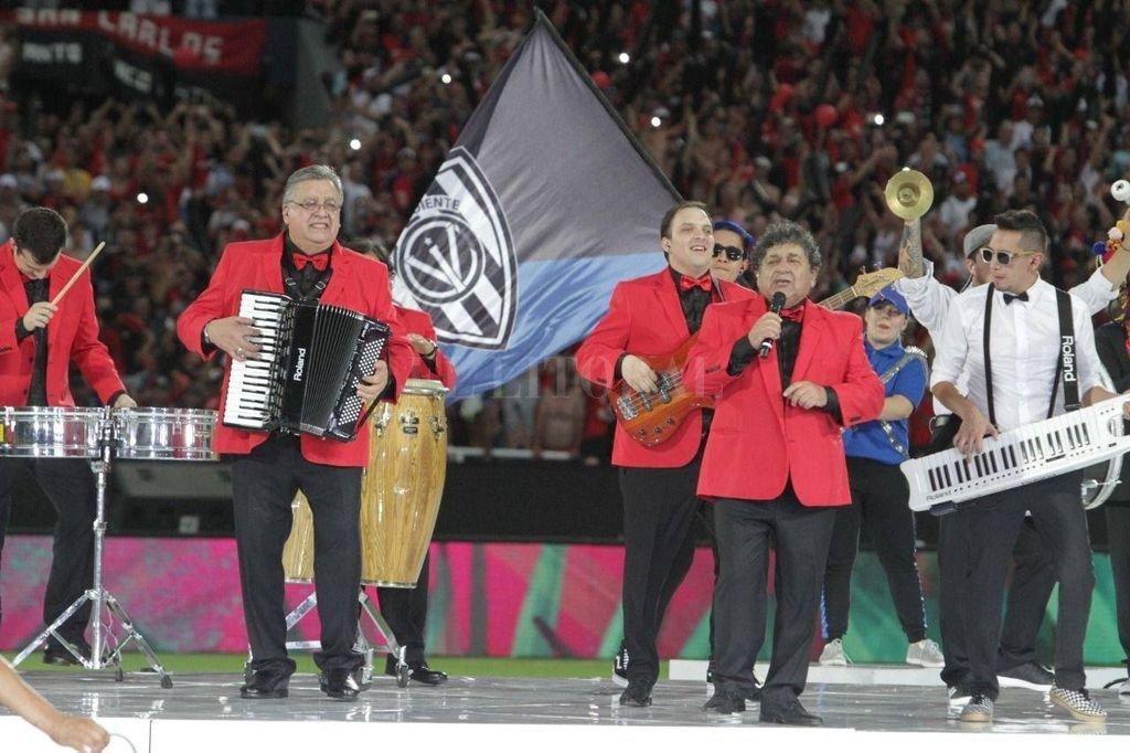 El momento de la histórica actuación del gran grupo santafesino. Crédito: Mauricio Garín
