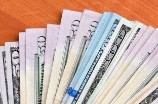 El dólar oficial abrió a $ 70,25 y el blue se vende a $ 124