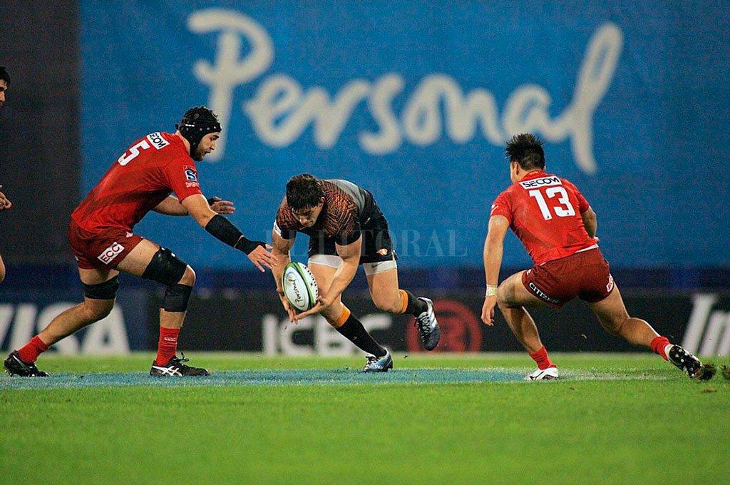 Jaguares-Sunwolves. Las franquicias argentina y japonesa, durante un partido del Super Rugby. El poderío económico de la nación asiática, multiplica sus chances de poseer cada vez mayor participación en certámenes de trascendencia internacional. Crédito: Archivo El Litoral