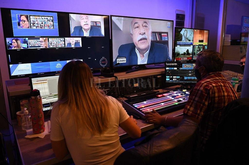 Oficialismo y oposición avanzaron en videoconferencia. El programa contempla capacitación y adquisición directa de bienes, servicios y equipamiento. Crédito: NA