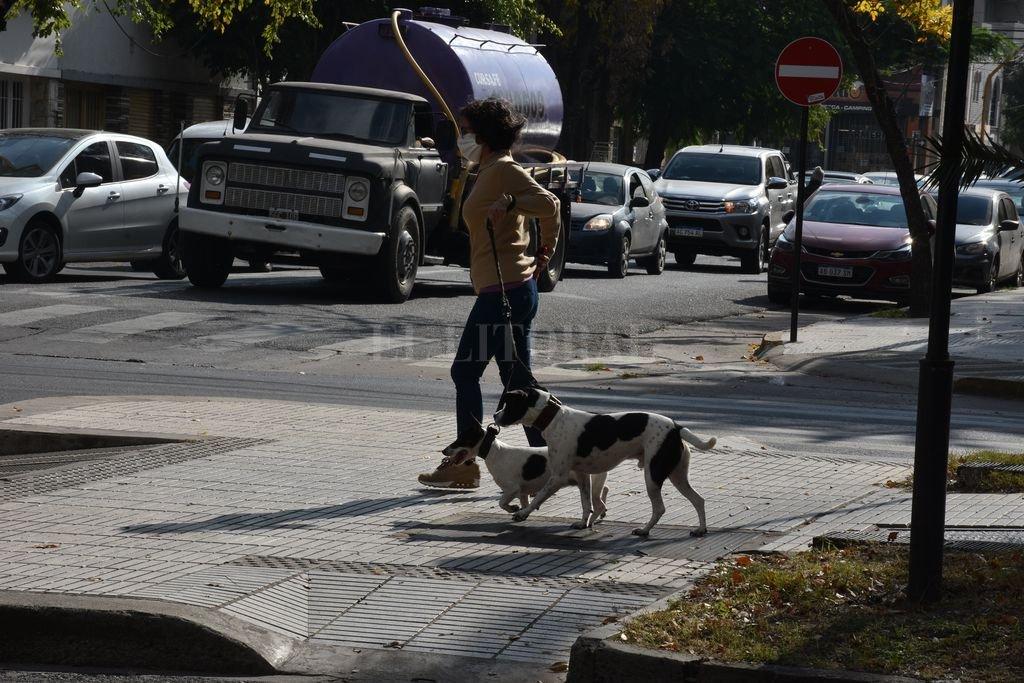 Caminatas recreativas habilitadas, excepto en las ciudades de Santa Fe y Rosario. Pero el castigo económico a las poblaciones donde no se cumplan las medidas de prevención sigue vigente.  Crédito: Guillermo Di Salvatore