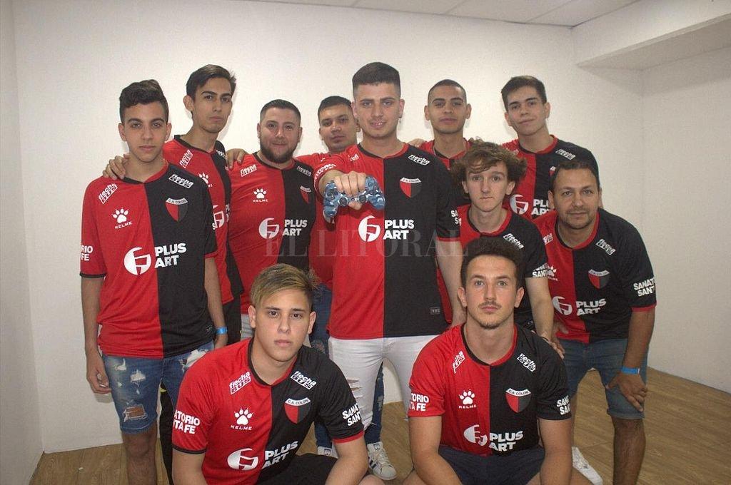 Los integrantes de Colón eSports, participantes y representantes del club en el fútbol virtual.  Crédito: Gentileza eSports