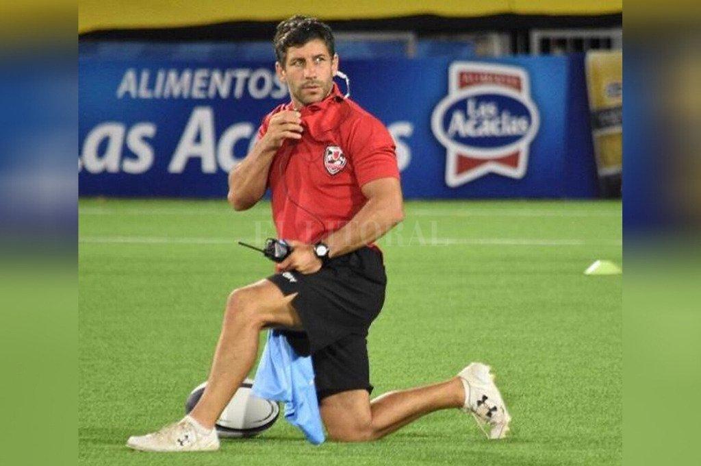 """En acción. """"Nico"""", desempeñando sus tareas en el Staff de Los Cóndores, durante una competición internacional. Crédito: Gentileza"""