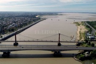 El Río Paraná pegó otro salto y quedó más cerca del metro en Santa Fe -  -