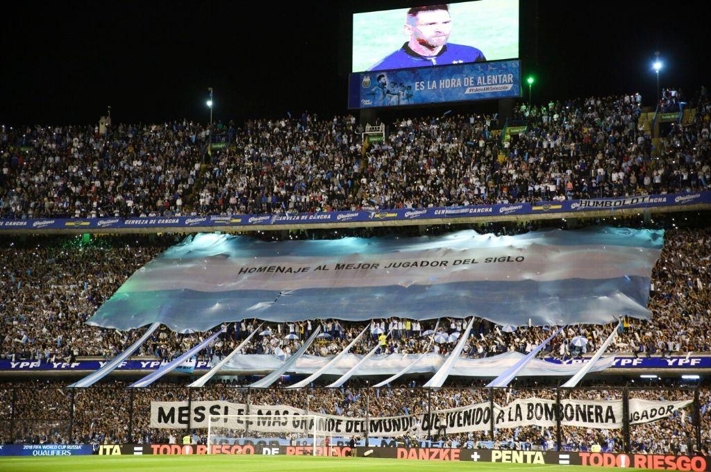 """La presión que ejercen los hinchas por su cercanía CON el campo de juego hace que el estadio """"tiemble"""". Eso es único en el mundo. Crédito: Archivo"""