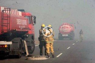 Impactantes imágenes de incendio y humo que obligan a cortar la autopista Córdoba - Carlos Paz -  -