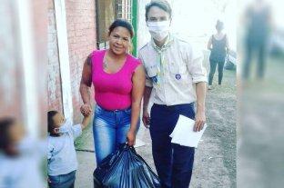 Calor solidario: jóvenes llevan frazadas a los más necesitados