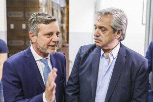 Presiones para flexibilizar  - El secretario de Industria, Ariel Schale, y el presidente Alberto Fernández. -