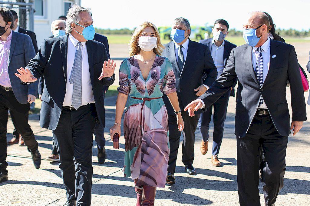 El presidente, Alberto Fernández, junto al gobernador formoseño, Gildo Insfrán, en su llegada a la provincia del norte. Crédito: NA