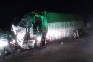 Timbúes: chocaron dos camiones y un chofer quedó atrapado