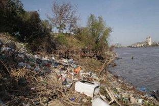 Aprovecharán la bajante del río para limpiar las costas en el entorno de la ciudad - La imagen fue tomada desde Alto Verde a mediados de agosto de 2019 -