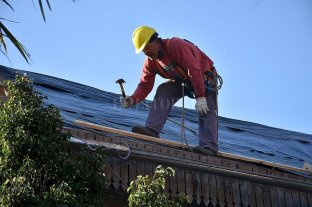 Habilitan las obras privadas con hasta 10 trabajadores en Santa Fe y Rosario  -  -