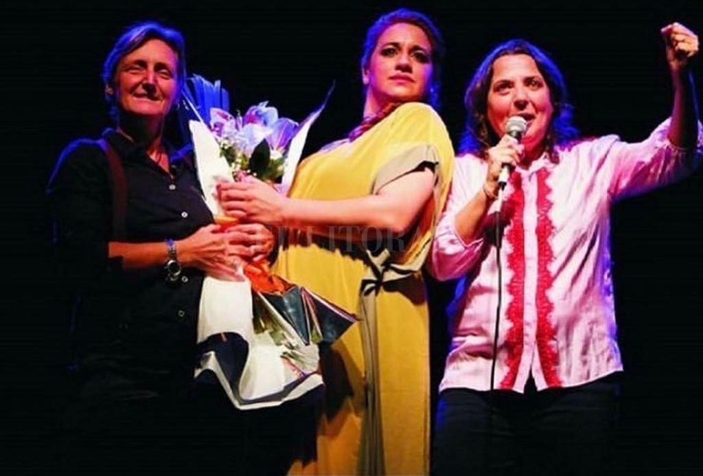"""La obra de stand up """"Tres Mujeres hablan poco"""". Crédito: Gentileza producción"""
