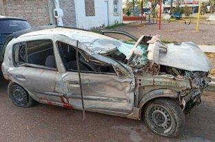 Dos muertos al volcar un automóvil en Mendoza