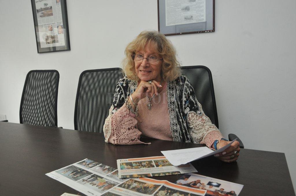 Beatriz Bolsi de Pino, presidenta de la institución, contó que publicarán dos escritores por semana en la cuenta de Facebook de la institución. Crédito: Archivo El Litoral / Flavio Raina