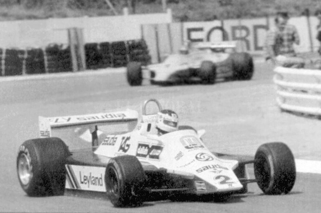 Carlos Alberto Reutemann luciéndose con el Williams, en el Grand Prix de Sudáfrica 1982. El año anterior, el notable piloto santafesino había sido subcampeón mundial con esa escudería. Crédito: Archivo El Litoral