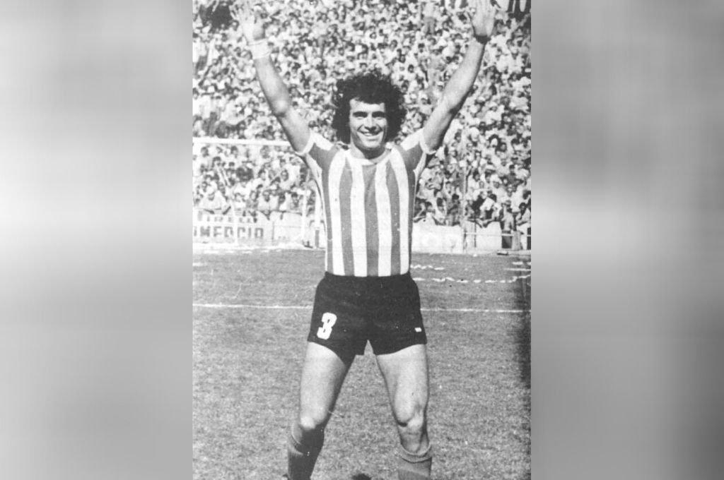 La imagen de Víctor Alfredo Bottaniz con la cancha llena en esos años de grandes éxitos en Unión. Crédito: Archivo El Litoral