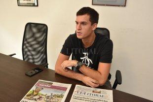 Enzo Silvestre cumple con el paso a paso