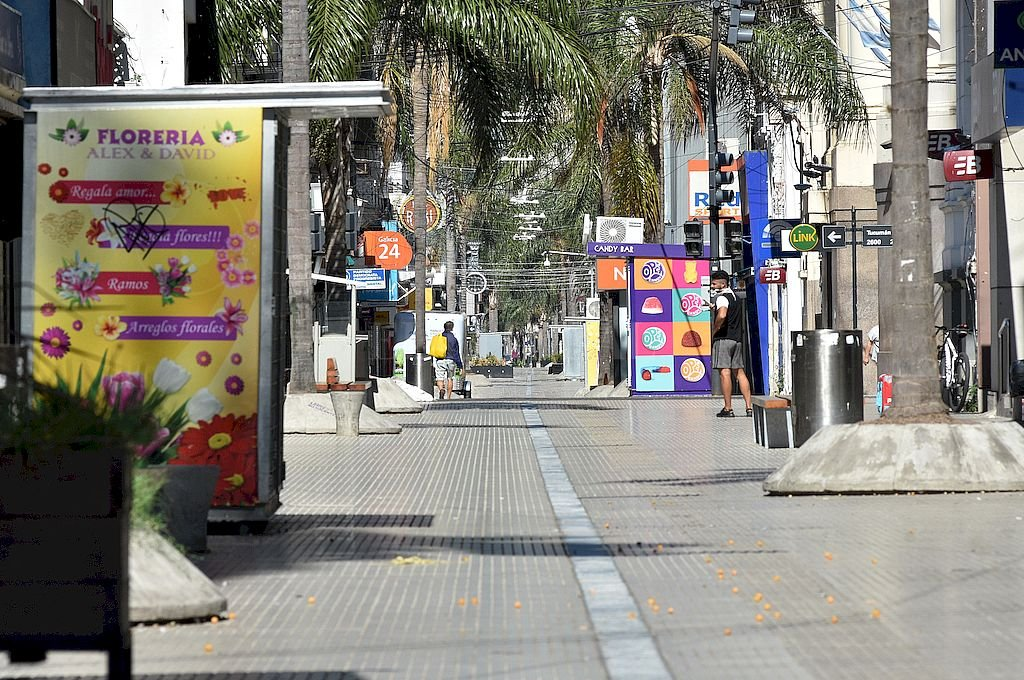 Desde este lunes, los comercios de la ciudad de Santa Fe podrán atender de 10 a 18  -  -