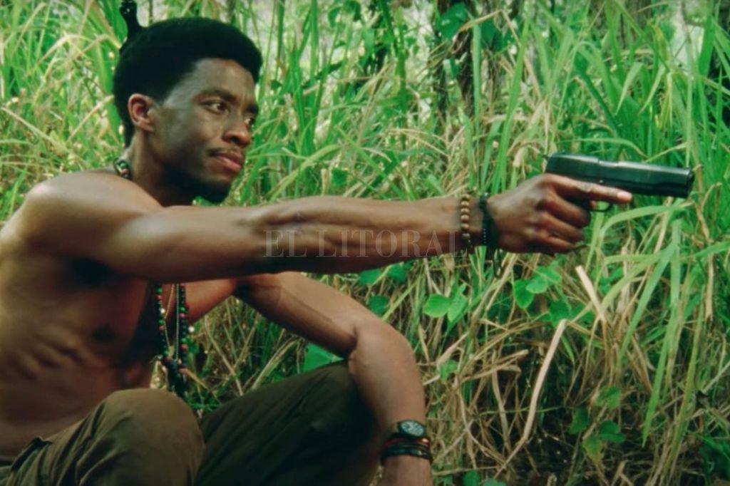 """El actor Chadwick Boseman en """"5 sangres"""", lo nuevo de Spike Lee que llega en junio.  Crédito: 40 Acres & A Mule Filmworks / Netflix"""