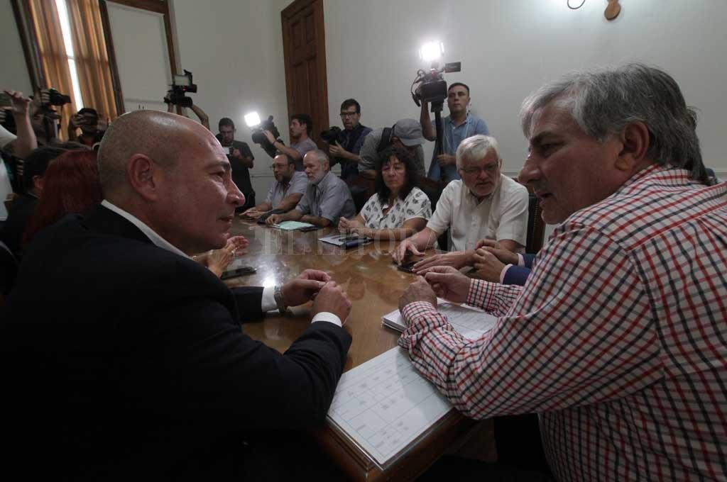 La imagen es del 10 de marzo de este 2020, cuando las partes debatían en paritarias y la cuarentena obligatoria no estaba aplicada Crédito: Mauricio Garín