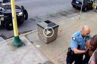 Un segundo video muestra cómo fue la detencion de George Floyd -