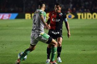 """El Pulga dijo que va a terminar su contrato - El """"Pulga"""" Rodríguez fue de mayor a menor en Colón, le queda un año más de contrato y si bien dice que quiere terminar jugando en Atlético Tucumán, admite que va a respetar ese vínculo con el club santafesino. -"""