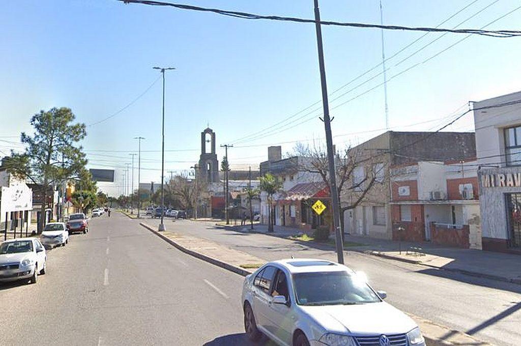 Un comercio de avenida Fray Cayetano Rodríguez al 3700 (foto) y una casa del barrio Barranquitas fueron los dos objetivos de los delincuentes. Crédito: Google Street View