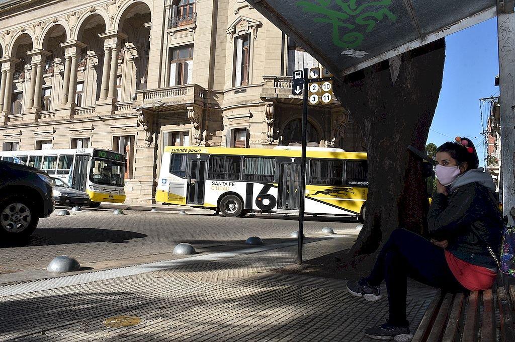 En el Concejo, la crisis del transporte encendió el primer chispazo político - Postal de la protesta del pasado martes por parte de los choferes de colectivos. La medida se levantó desde la hora cero del sábado 30. No se sabe aún cómo continuará el conflicto. El tema se discutió en el recinto. -