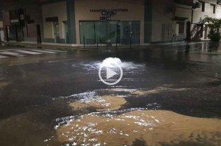 Video: brota agua en el macrocentro de la ciudad