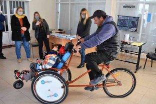 La felicidad de un pueblo por un chico con parálisis cerebral: Alejo tiene su bici para rehabilitarse -  -