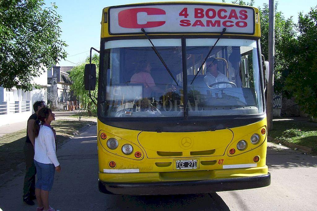 Levantan el paro y vuelve el transporte interurbano - La Línea C, que conecta la ciudad de Santa Fe con la de Santo Tomé, vuelve a circular desde este miércoles. -